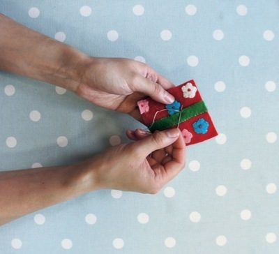 How to make a Christmas decoration. Gift Wrapped Present - Step 7