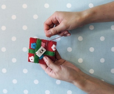 How to make a Christmas decoration. Gift Wrapped Present - Step 12