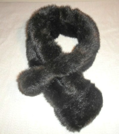 How to make a furry scarf. Burberry Prorsum Inspired (Faux) Fur Scarf - Step 6
