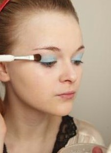 How to create a pin-up makeup look. Twiggy Make Up - Step 2