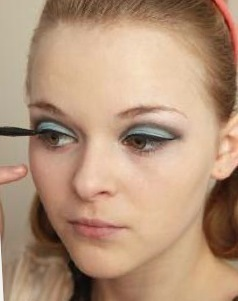How to create a pin-up makeup look. Twiggy Make Up - Step 4