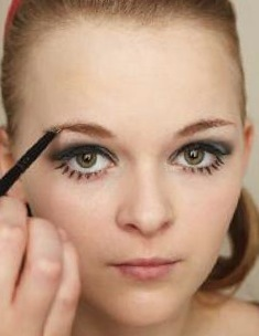 How to create a pin-up makeup look. Twiggy Make Up - Step 6
