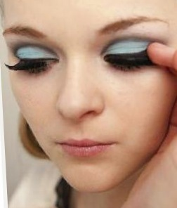 How to create a pin-up makeup look. Twiggy Make Up - Step 7