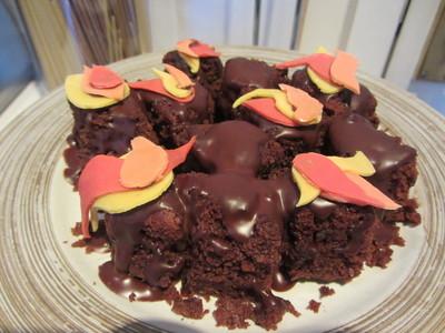How to decorate a seasonal cake. Bonfire Night Cake - Step 9