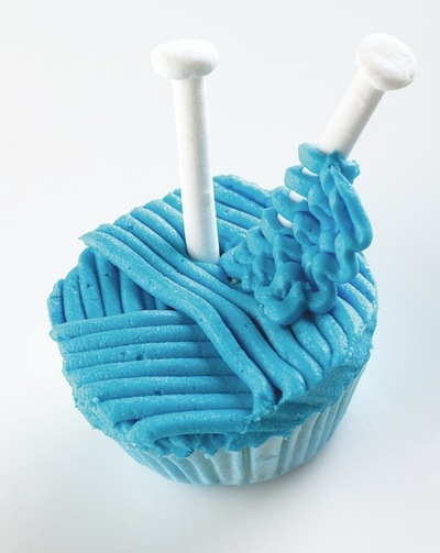 How to decorate an object cake. Knitted Novelties Cupcakes - Step 6