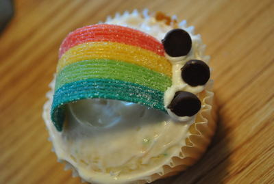 How to bake a rainbow cake. Rainbow Cupcakes - Step 4