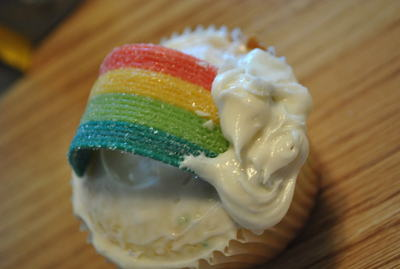 How to bake a rainbow cake. Rainbow Cupcakes - Step 5