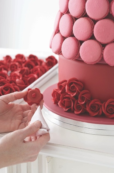 How to bake a macaroon. Passion Pink Macaroon Tower - Step 5
