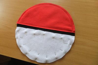 How to make a novetly bag. Pokeball Shoulder Bag - Step 5