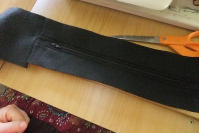 How to make a novetly bag. Pokeball Shoulder Bag - Step 7
