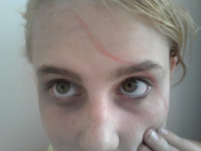 How to create a face painting. Beaten Up/Dead Person Look - Step 5