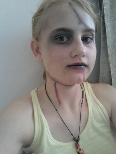How to create a face painting. Beaten Up/Dead Person Look - Step 6