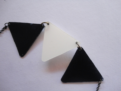 How to make a bunting necklace. Triangle Necklace - Step 7