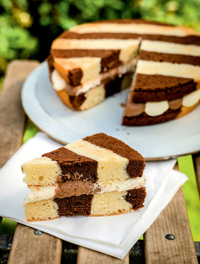 How to decorate a patterned cake. Zebra Cake - Step 14