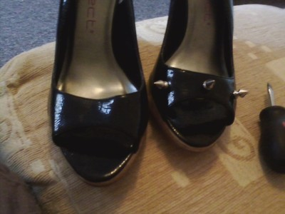 How to make a pair of embellished shoes. Diy: Spike Shoes - Step 2