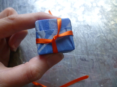 How to fold an origami box. Little Gifts - Step 4