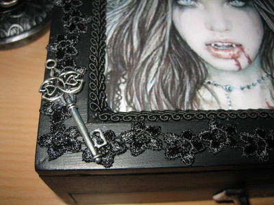 How to make a box. Gothic Jewelry Box - Step 7