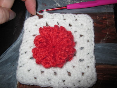 How to make a knit or crochet tote. Granny Square Hand Bag  (Turning Flowers Into Granny Squares) - Step 28