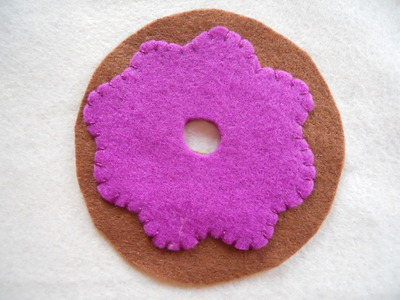 How to make a Christmas decoration. Hanging Xmas Donut - Step 3