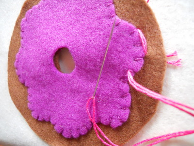 How to make a Christmas decoration. Hanging Xmas Donut - Step 5