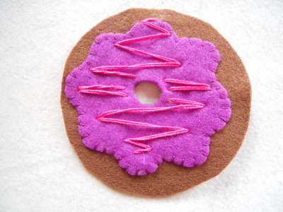 How to make a Christmas decoration. Hanging Xmas Donut - Step 6