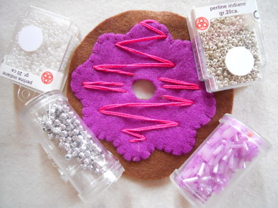 How to make a Christmas decoration. Hanging Xmas Donut - Step 7