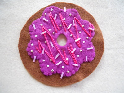 How to make a Christmas decoration. Hanging Xmas Donut - Step 9