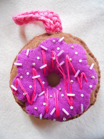 How to make a Christmas decoration. Hanging Xmas Donut - Step 15