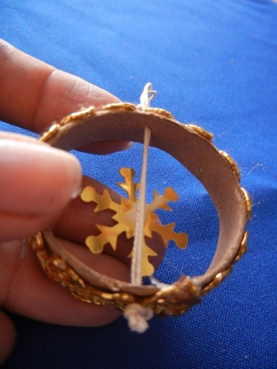 How to make a Christmas decoration. Recicled Christmas Ornaments - Step 6