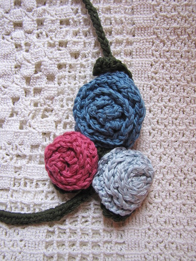 How to make a recycled necklace. Bra Wire Necklace - Step 4