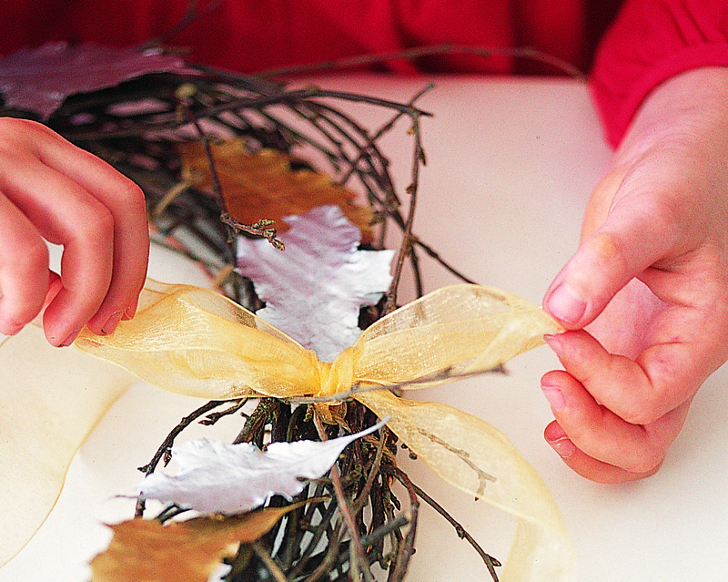 how to make a wreath with twigs