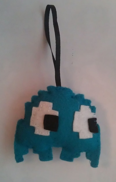 How to make a bauble. Pacman Ghost Felt Christmas Ornaments - Step 5