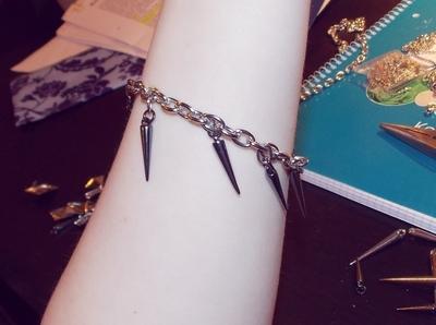 How to make a spike bracelet. Spike Bracelet - Step 4