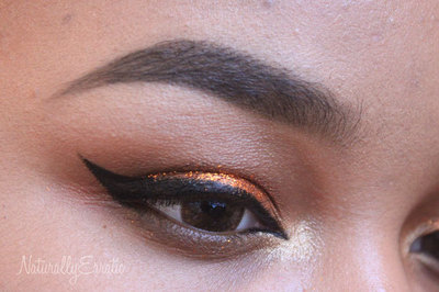 How to create a glitter eye. Bronze Glitter Holiday Makeup - Step 11