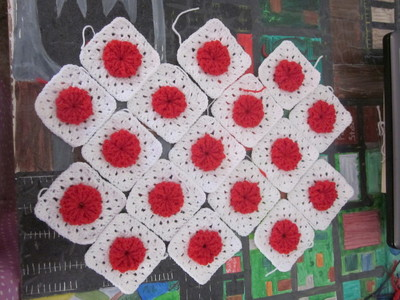 How to make a knit or crochet tote. Granny Square Handbag ( Sewing Your Granny Sqares Together) - Step 1