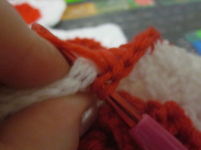 How to make a knit or crochet tote. Granny Square Handbag ( Sewing Your Granny Sqares Together) - Step 8