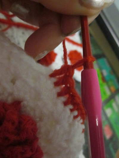 How to make a knit or crochet tote. Granny Square Handbag ( Sewing Your Granny Sqares Together) - Step 11