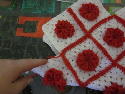 How to make a knit or crochet tote. Granny Square Handbag ( Sewing Your Granny Sqares Together) - Step 19
