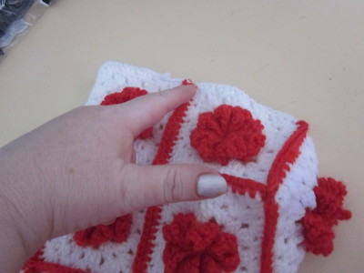 How to make a knit or crochet tote. Granny Square Handbag ( Sewing Your Granny Sqares Together) - Step 22