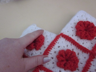 How to make a knit or crochet tote. Granny Square Handbag ( Sewing Your Granny Sqares Together) - Step 24