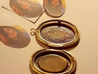 How to make a locket. Picture Locket Necklace - Step 2
