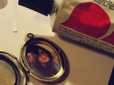 How to make a locket. Picture Locket Necklace - Step 3