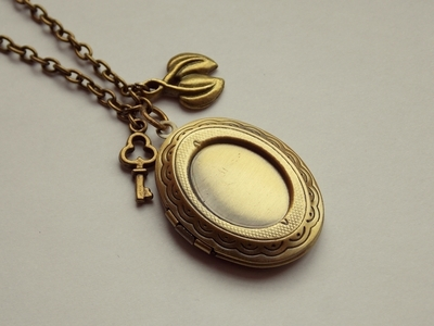 How to make a locket. Picture Locket Necklace - Step 4