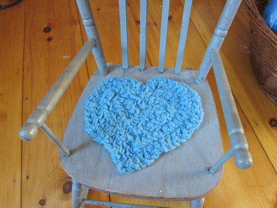 How to make a seat pad. Finger Knitted Chair Cushion - Step 3