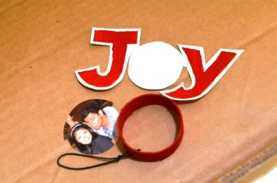 "How to make a Christmas decoration. Recycled Picture ""Joy"" Ornament - Step 7"