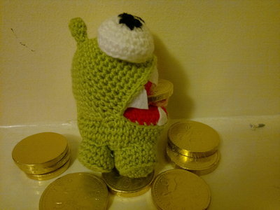 How to make a reptile plushie. Om Nom Crochet Pattern - Step 9