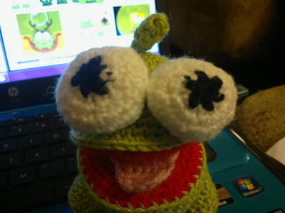 How to make a reptile plushie. Om Nom Crochet Pattern - Step 15