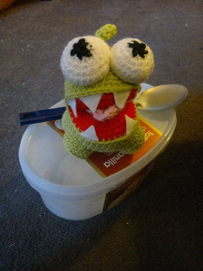 How to make a reptile plushie. Om Nom Crochet Pattern - Step 17