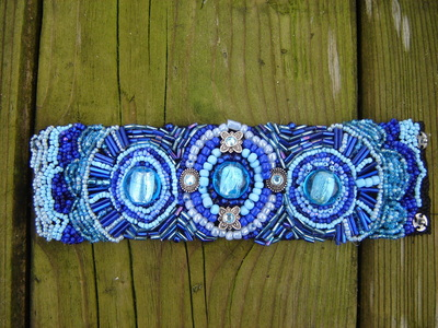 How to bead a loom beaded bracelet. Bead Embroidery Bracelet In Blue - Step 5