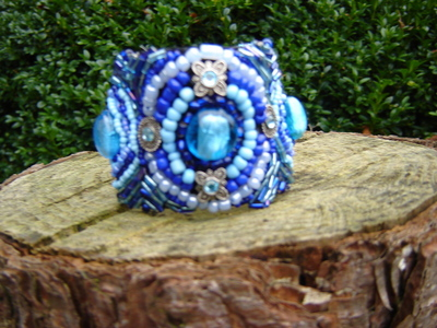 How to bead a loom beaded bracelet. Bead Embroidery Bracelet In Blue - Step 7